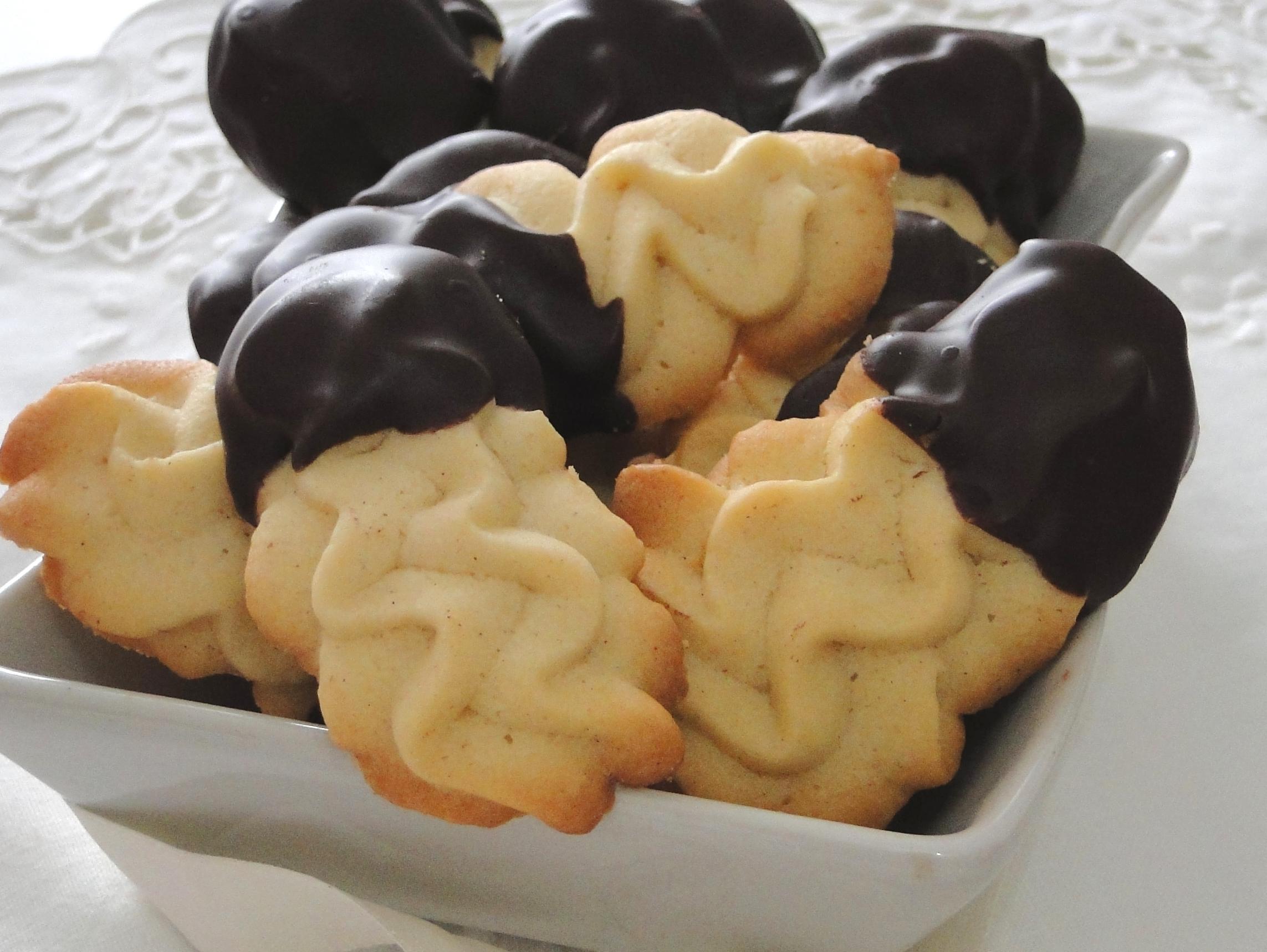 Biscotti di frolla montata alla cannella